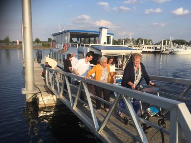 Samana Wijshagen op cruise op op Maas