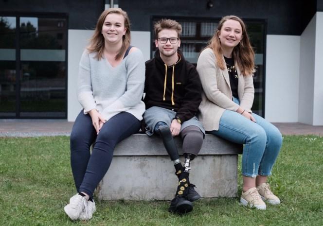 Studenten zamelen ruim 17.000 euro in voor Roy (21), die arm en onderbenen verloor bij ongeval