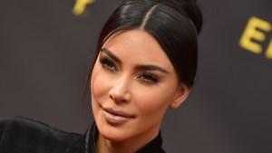 """Kim Kardashian over haar huidziekte: """"Ik kon mijn handen niet meer bewegen"""""""