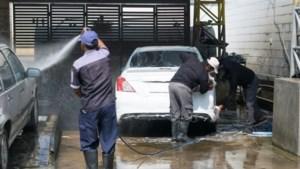 """Twee op de drie handcarwashes niet in orde: """"Auto wassen met vijf man, dat kan niet"""""""