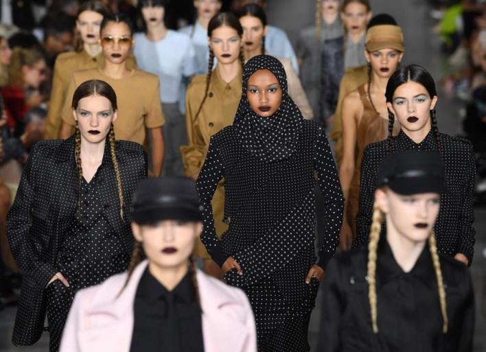 Modehuis Max Mara steelt de show met modellen à la Greta Thunberg