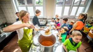 """Hasseltse onderzoekt wat jongeren eten op kamp: """"En ze kregen allemaal diarree..."""""""
