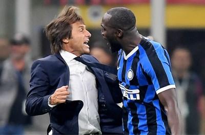 Hand achter het oor en  boodschap voor mama: zo viert Romelu Lukaku zijn goal in Milanese derby