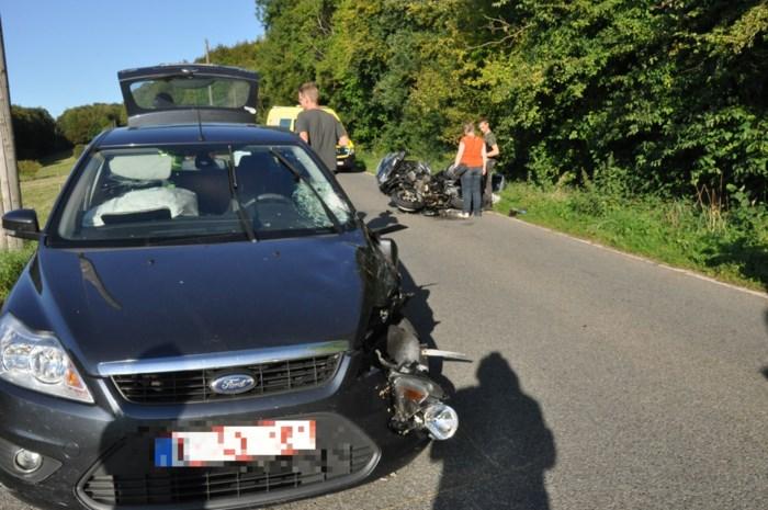 Motor en auto botsen in Krindaal (Voeren): twee gewonden