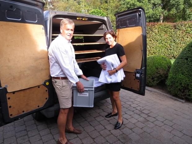 Dief aan de haal met draaiende bestelwagen vol eten van traiteur