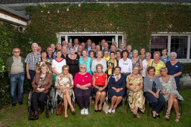 Oud-klasgenoten vieren samen 65ste verjaardag
