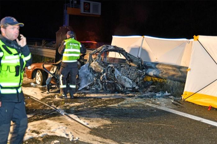 Belg levend verbrand bij verkeersongeval, passagier kan nipt aan de dood ontsnappen
