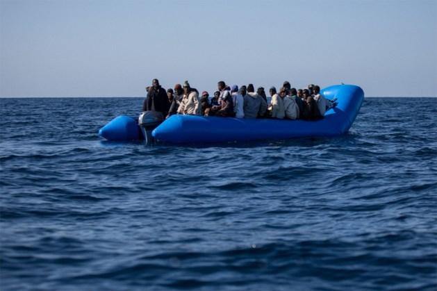 Rubberboot kapseist: baby en kindje van vier omgekomen voor Griekse kust, vier anderen vermist