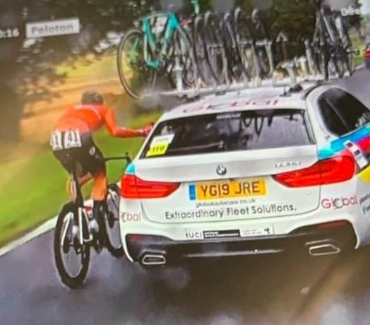 """Nederlanders furieus na diskwalificatie Eekhoff: """"Is dit in het belang van de wielersport?"""""""