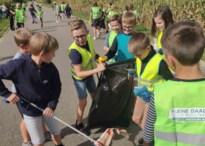 Leerlingen Betserse scholen ruimen zwerfvuil