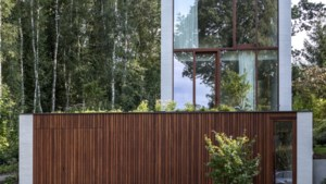 Onder slapen, boven wonen: architect Saskia bouwde haar huis op een helling