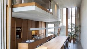 Stadswoning in glas, hout en beton: zeven verdiepingen op nog geen are grond