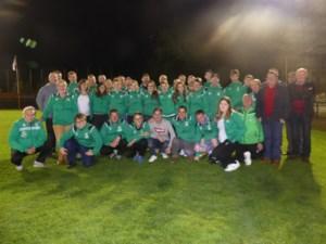De supportersclub De Volksmacht schenkt nieuwe trainingspakken aanr D-en G-Fufo Beringen