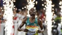"""Ethiopiër Lelisa Desisa wint loodzware marathon op WK atletiek, enige Belg Thomas De Bock wordt 42e: """"Kreeg zelfs een bloedneus"""""""
