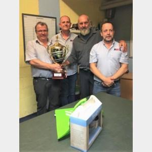 Biljartclub Den Tichel gaat aan de haal met beker van Peer
