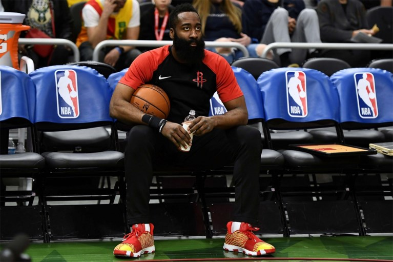 """Ophef in China nadat manager van NBA-team """"ongepaste opmerkingen"""" maakt: komt contract van 1,5 miljard in gevaar?"""
