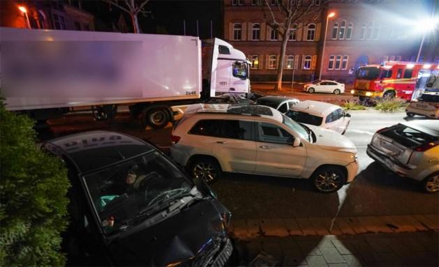 Man rijdt met gestolen vrachtwagen in op file