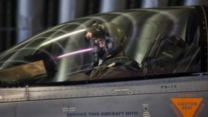 """F-16-piloot getuigt: """"Eén laserstraal, en plots is je nachtzicht weg"""""""