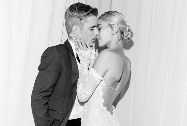 Hailey Baldwin toont haar bijzondere trouwjurk van Off-White