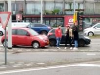Twee auto's botsen op Rijksweg