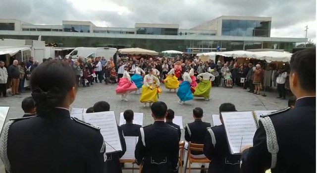 Zuid-Koreaans muziekspektakel verrast Lommelse marktbezoekers