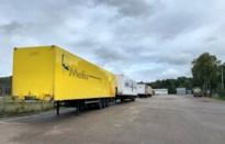 Buurt Bosdel is geparkeerde vrachtwagens beu