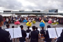 Zuid-Koreaans muziekspektakel verrast marktbezoekers