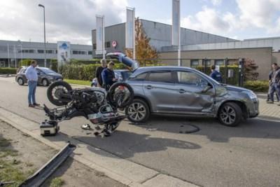 Motorrijder gewond naar ziekenhuis