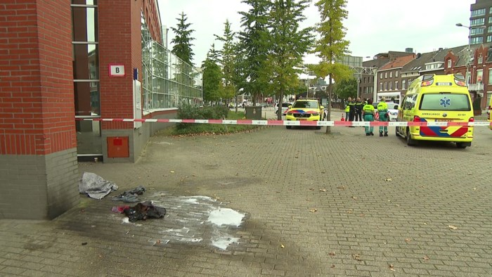 Man steekt zichzelf in brand voor rechtbank van Roermond
