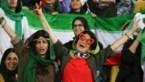 Iran, met bondscoach Wilmots, laat voor het eerst vrouwen toe in stadion