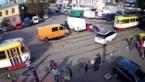 Urenlang chaos op kruispunt door een wel heel slordig geparkeerde wagen