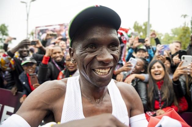 """Kipchoge schrijft geschiedenis op de marathon: """"Ik wil aantonen dat er voor niemand grenzen bestaan"""""""