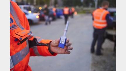 Schaamteloze bestuurder betrapt: geen rijbewijs en keuring, wel cocaïne en alcohol