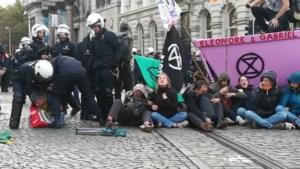Politie pakt 435 manifestanten op tijdens protest 'Extinction rebellion'