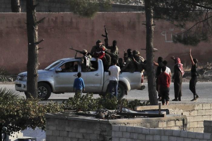 """""""Konvooi met buitenlandse journalisten en burgers geraakt door luchtaanval in Syrië: meerdere doden"""""""