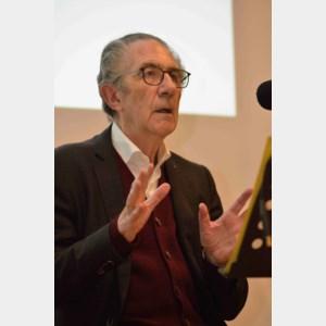 Willy Claes spreekt over wereldpolitiek in Hasselts dialect