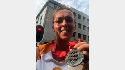 Kleuterjuf Sabine loopt halve marathon voor Vinz