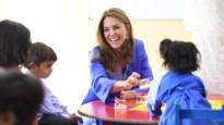 Kate Middleton verrast met blauw traditioneel gewaad bij bezoek aan Pakistan