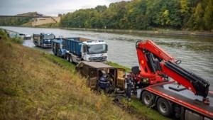 Meteen succes bij dreggen Albertkanaal: Nederlandse bestelwagen uit water gevist
