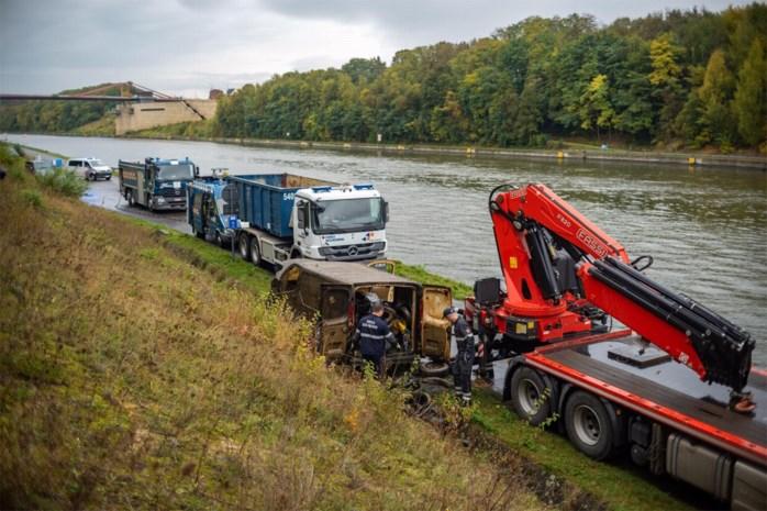 Vijf in Nederland gestolen voertuigen bij dreggen uit Albertkanaal gevist