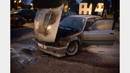 Motorgedeelte van BMW brandt volledig uit