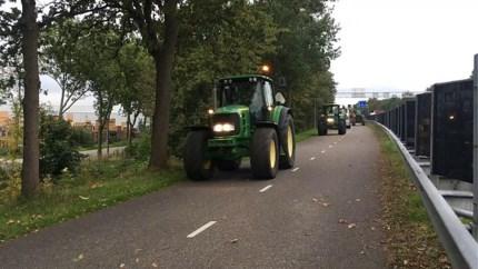 Boze boeren in Nederlands Limburg met tractor onderweg naar provinciehuis