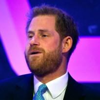 Prins Harry krijgt het moeilijk wanneer hij over het vaderschap vertelt