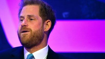 Prins Harry krijgt het moeilijk tijdens speech over het vaderschap