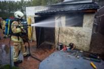 Berghok in achtertuin brandt uit in Smeermaas