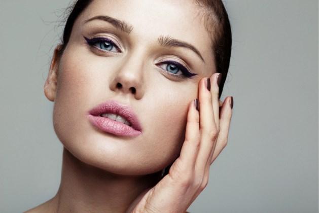 Dit trucje met eyeliner helpt bij wie overhangende oogleden heeft