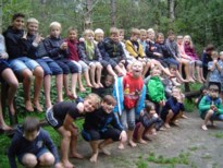 Kinderen De Wikke Maaseik leven zich uit op Blotevoetenpad