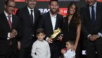 Messi krijgt Gouden Schoen (en vragen van zijn zoontjes)