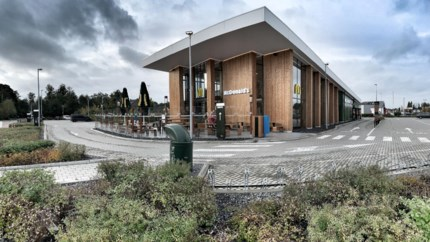 Te veel feestjes op parking: Genkse McDonald's bouwt muur voor buren