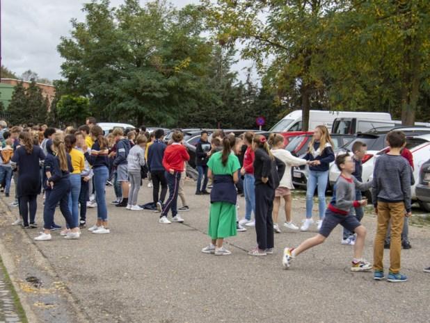 Basisschool uur lang geëvacueerd na knal en brandalarm